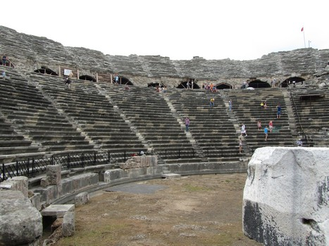 Side amfitheatre inside